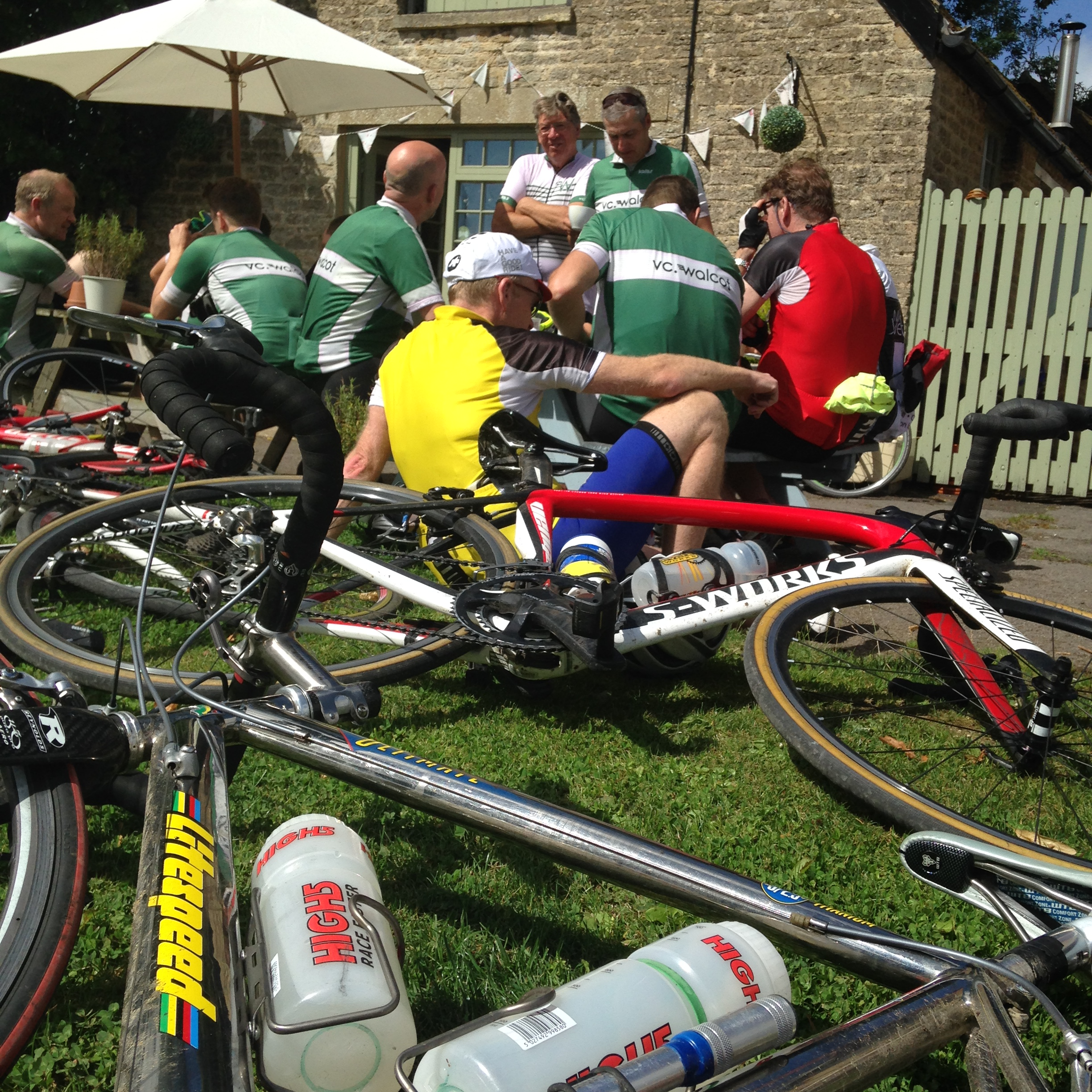 Cycling Club VC Walcot stop for coffee and cake at Hullavington
